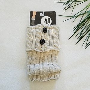 Ivory cable knit boot Toppers 100% acrylic
